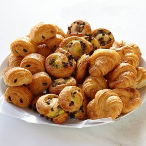 Assorted mini pastry
